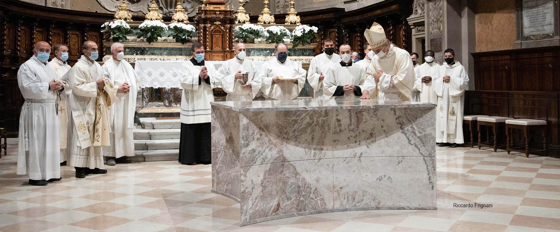02 nuovi arredi liturgici in Basilica di San Biagio